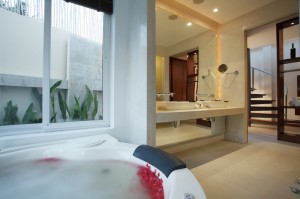 Beachfront Pool Villa - Bathroom I