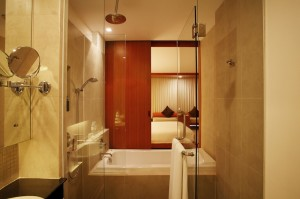Deluxe Pool Access - Bathroom I